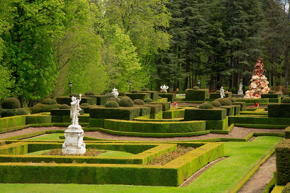 Los cinco jardines de madrid centro imprescindibles for Jardines el capricho